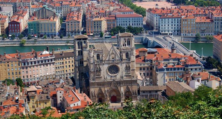 54358_1_lyon-vue-sur-la-cathedrale-saint-jean-en-descendant-de-fourviere